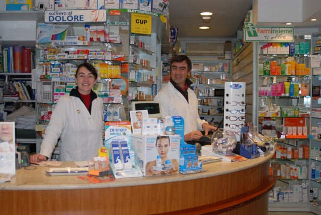 Signora Laura and Signor Antonio help us find the best lozengers, cough syrup, antibiotics, and nebulizers.