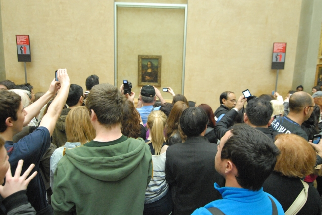 Joining hundreds of others to glimpse the Mona Lisa