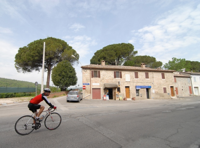 Every couple of miles there is a new town to pass through.  By the time Matt gets to the golf course, he has wheeled through San Marco, Cenerente, Canneto, Colle Umbero, Maestrello and San Giovanni di Pantano