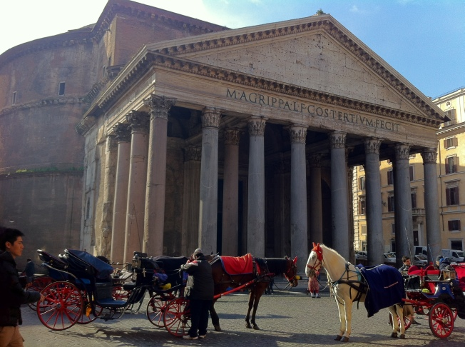 Inside the ancient Pantheon rests the body of Renassaince artist Raphael Sanzio and two Italian kings, Vittorio Emanuele II and Umberto I.