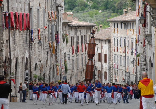 The people for St. Ubaldo leading their procession up Via dei Consoli
